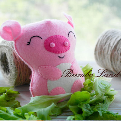 Little felt pig ( free sewing pattern )