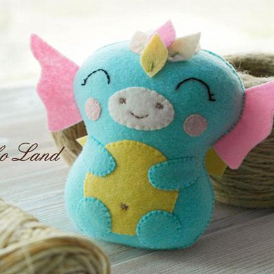 Little felt water dragon (free sewing pattern)