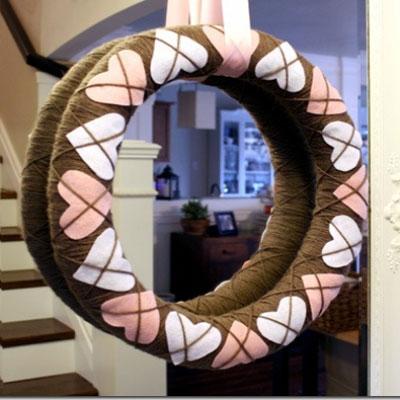 DIY Yarn wrapped felt heart wreath