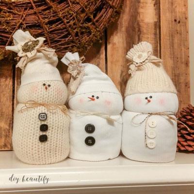 DIY sweater snowmen - (no-sew) easy winter decor