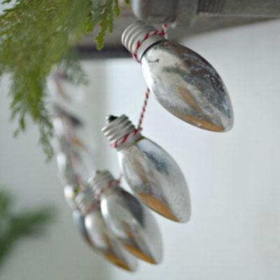 Easy DIY Christmas light bulb garland - upcycling craft