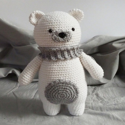 Amigurumi polar bear with scarf (free crochet pattern)