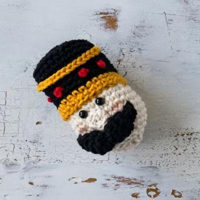 Amigurumi nutcracker Christmas tree ornament (free crochet pattern)