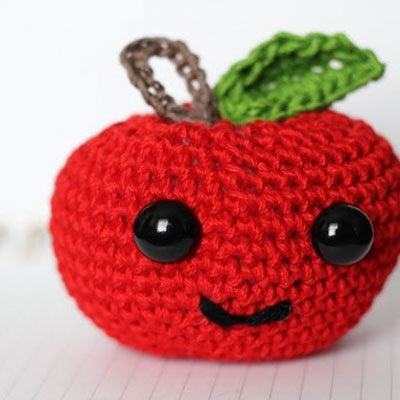 Cute crochet (amigurumi) apple - free crochet pattern