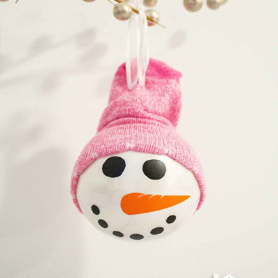 Easy DIY snowman Christmas ornament with sock hat