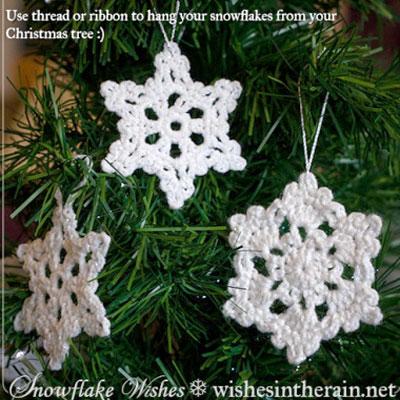 Easy crochet snowflake Christmas ornament (free pattern)