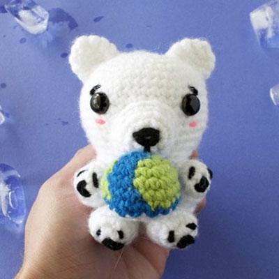 Amigurumi climate change polar bear (free crochet pattern)