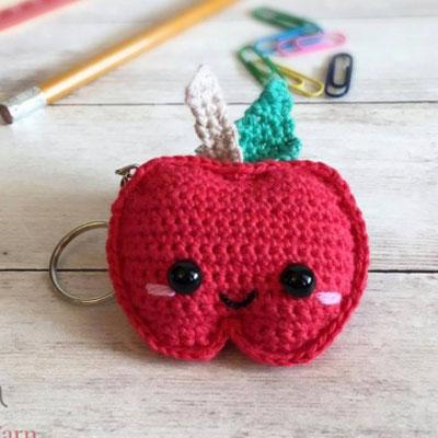 Little kawaii crochet apple keychain (free pattern)