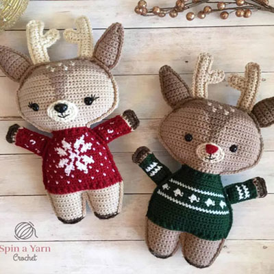 Cute crochet deer in Christmas sweater - free crochet pattern