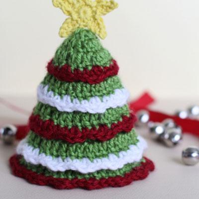 Easy little crochet Christmas tree  (free pattern)