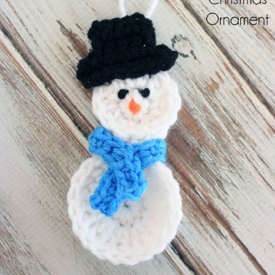 Easy crochet snowman Christmas tree ornament (free pattern)