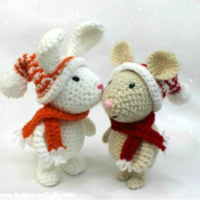 Miniature crochet (amigurumi) Christmas mouse - free pattern