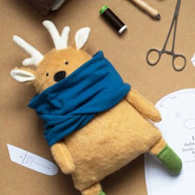 Doodles the deer plush toy (free sewing pattern)