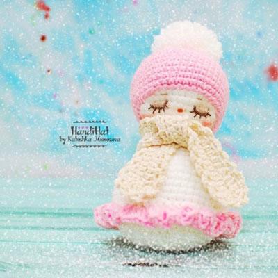 Sleepy amigurumi snowman girl - free crochet pattern