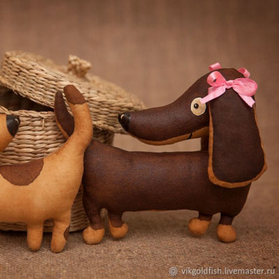 DIY Plush dachshund - dog softie (free sewing pattern)