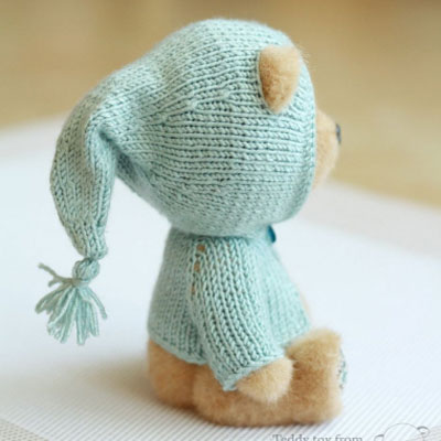 Knitted teddy bear hoodie - free knitting pattern