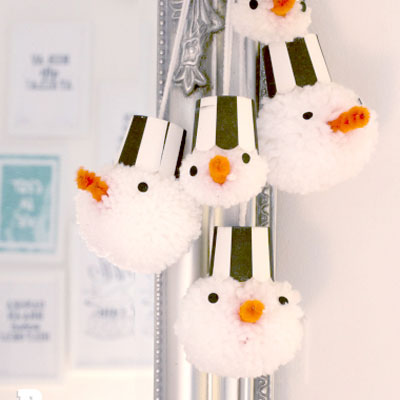 DIY Easy snowman pompon ornaments - winter craft for kids