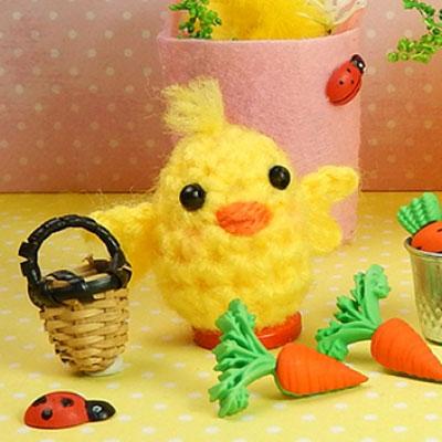 Crochet mini Easter chick (free amigurumi pattern)
