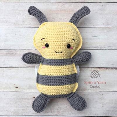 Adorable crochet bumblebee pillow toy (free crochet pattern)