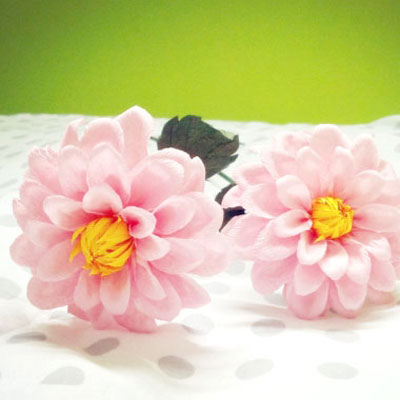 DIY Dahlia flowers with crepe paper - spring decor