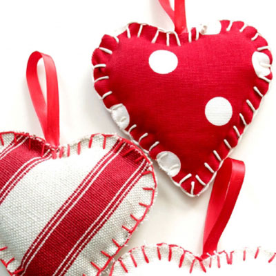 Easy DIY fabric heart - Valentine's day decor (free sewing pattern)