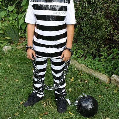 Easy DIY prisoner costume - last minute Halloween costume