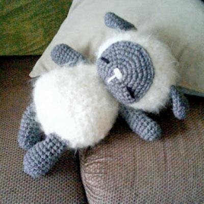 Adorable little sleeping crochet sheep toy - free amigurumi pattern