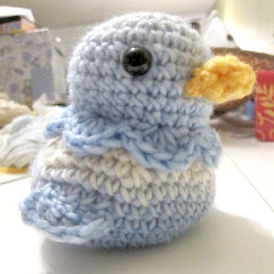 Little crochet blue bird - free amigurumi patterb