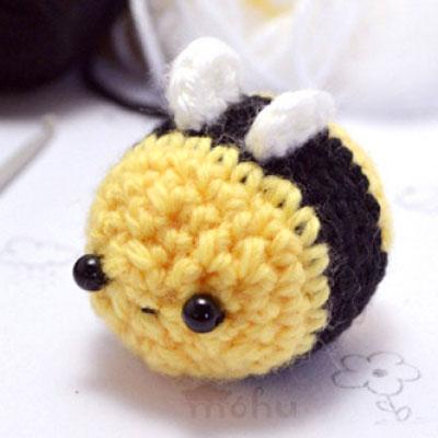 Kawaii bee amigurumi pattern - free crochet pattern
