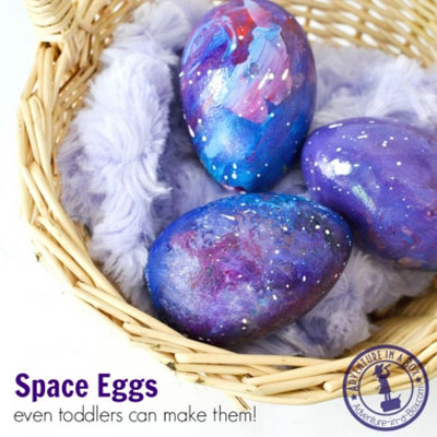 DIY galaxy Easter eggs - Easter egg painting idea for kids
