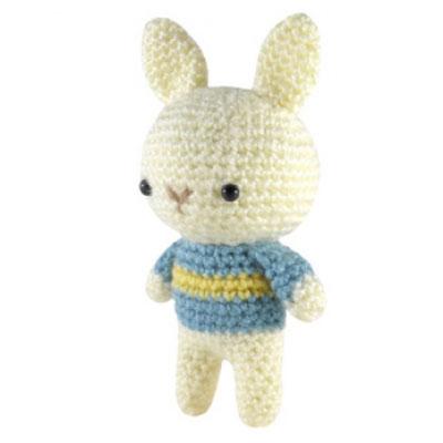 Little crochet bunny in blue sweater - free amigurumi pattern