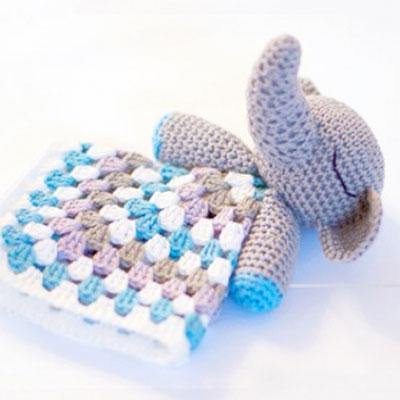 Crochet elephant snuggle - free amigurumi pattern