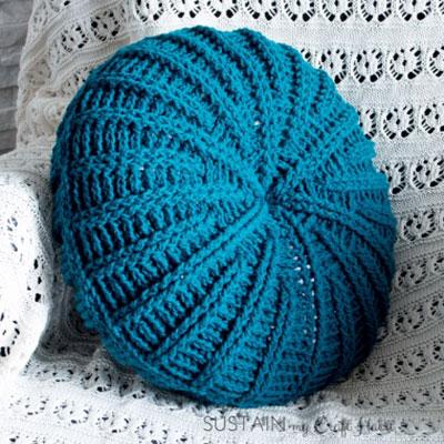 DIY Sand dollar crochet pillow - free crochet pattern