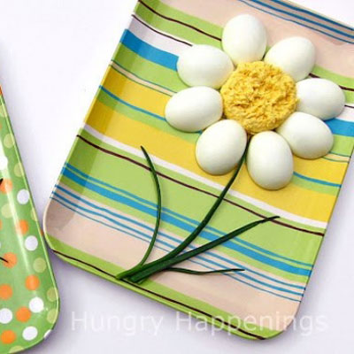 DIY Deviled egg daisy - fun spring party snack