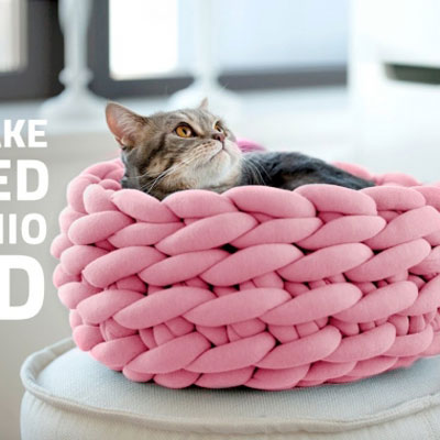DIY Hand crocheted cat bed - fabric tube yarn project