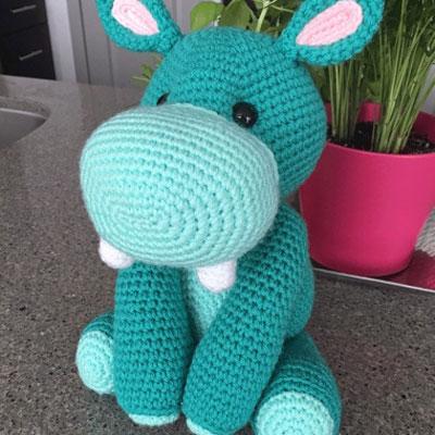 Harriett the amigurumi hippo ( free crochet pattern )