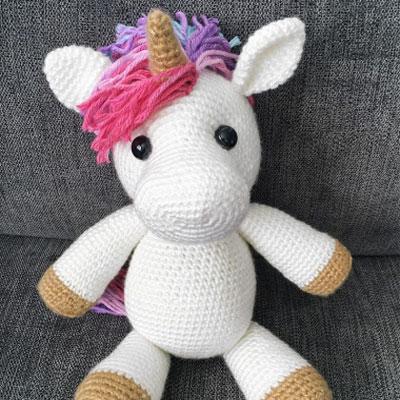 Jazzy the amigurumi unicorn (free crochet pattern)