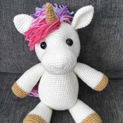 Jazzy the amigurumi unicorn (free crochet pattern)