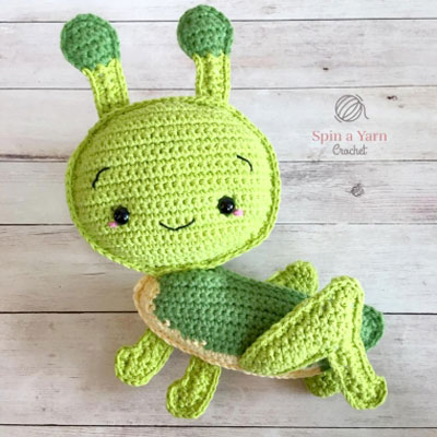 Amigurumi grasshopper (free crochet pattern)