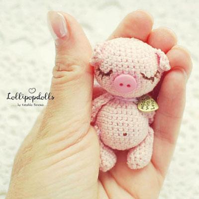 Ravelry: Pig Amigurumi CAL pattern by Brenna Eaves | 400x400