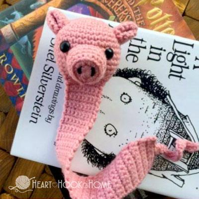 Amigurumi pig bookmark (free crochet pattern)