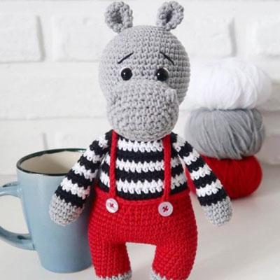 Little amigurumi hippo in pants (free crochet pattern and video tutorial)