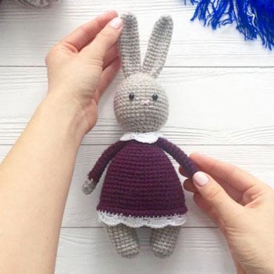 Little amigurumi bunny in skirt (free crochet pattern and video tutorial)