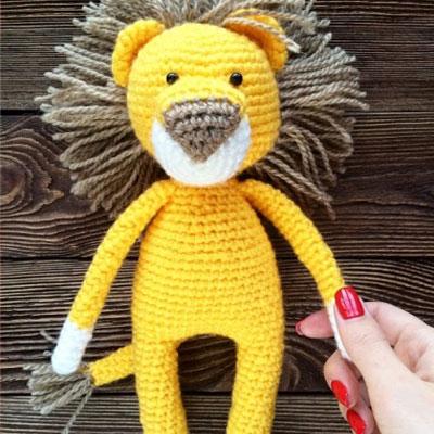 Amigurumi lion toy (free crochet pattern and video tutorial)