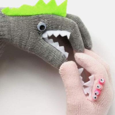 DIY Monster puppet gloves - hand puppets for kids