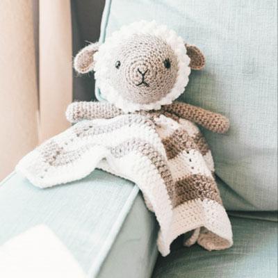Little amigurumi lamb lovey - free crochet pattern