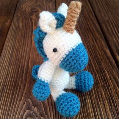 Little amigurumi unicorn (free crochet pattern)