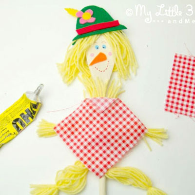 DIY Wooden spoon scarecrow puppet - fun fall craft for kids
