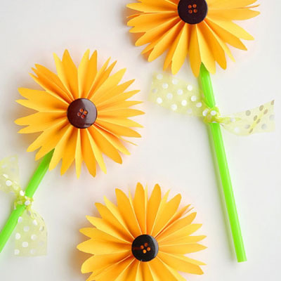 Easy DIY paper sunflowers - fall craft for kids