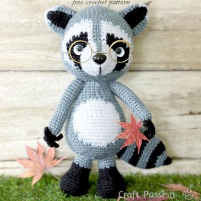 Amigurumi raccoon with glasses (free crochet pattern)